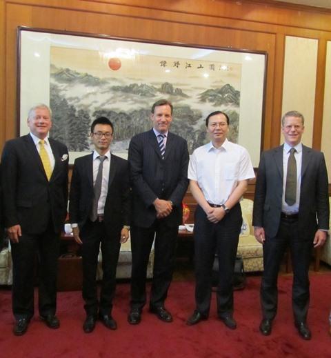 Introducing the Board of Dyckerhoff to Mr Wang Tong.